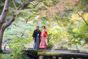 名古屋東山植物園内の日本庭園で色打掛和装のおしゃれな前撮りロケーションフォト紅葉