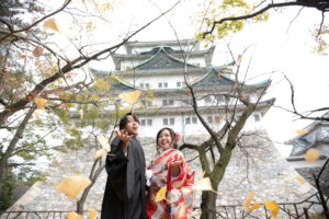イチョウの季節に人気の名古屋城で和装ロケーションフォトウェディング