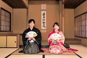 名古屋で人気の東山荘で格安前撮り和装ロケーションフォトウェディング撮影小物は扇子プロップス