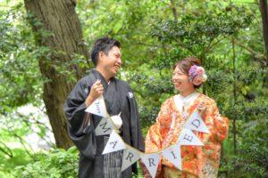 徳川園で和装ロケーション名古屋ガーランドを持つ