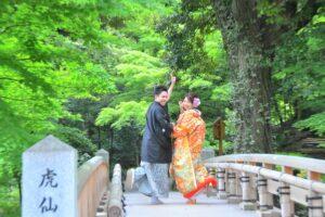 おすすめの名古屋の徳川園で日本庭園の橋の上で和装ロケーション前撮りおしゃれで安い