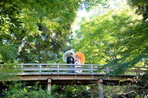 名古屋の徳川園橋の上で和装ロケーションフォトウェディングフォトフォト