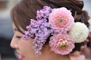 和装前撮り髪飾りは生花を持ちこみ