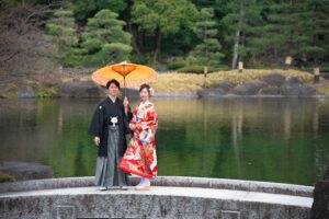 名古屋の徳川園で安くロケーション撮影フォトウェディング前撮り相合傘